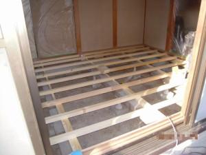 床材の変更着工中