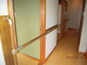 玄関框からの連続手摺