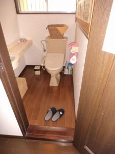 トイレ建具の変更